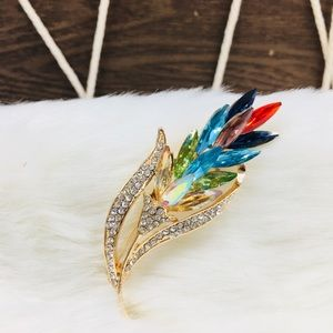 Eye-catching Leaf Crystal Rhinestone Brooch